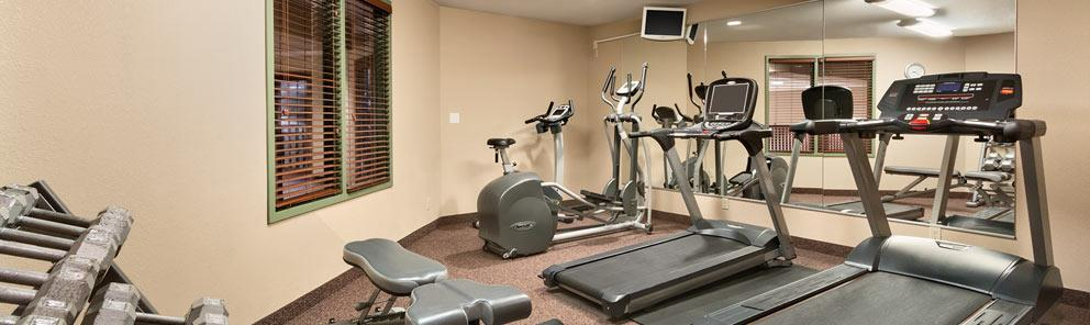 A large, well equipped fitness room at the Days Inn in Thunder Bay, Canada