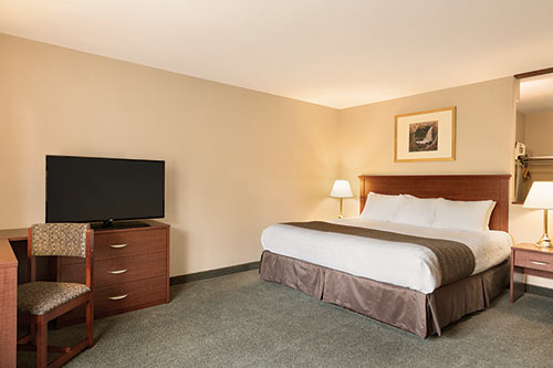 Business King Room at Days Inn - Thunder Bay North