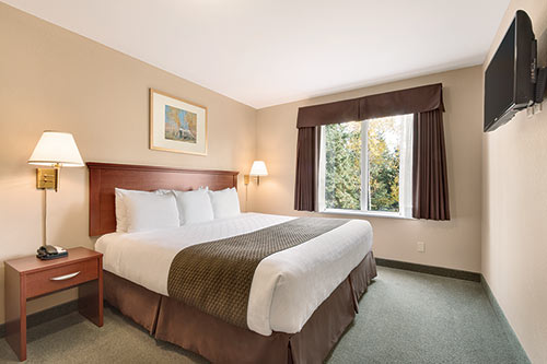 Accessible King Room at Days Inn - Thunder Bay North