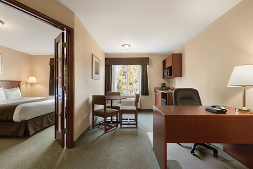 King Suite at Days Inn - Thunder Bay North