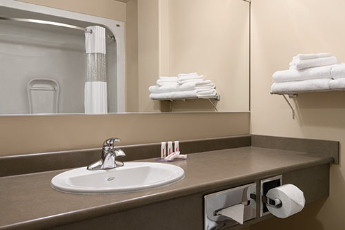 Washroom at Days Inn - Thunder Bay North